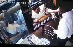 VIDEO: टोल प्लाजा पर सरेआम गुंडागर्दी, टैक्स मांगने पर टोलकर्मी पर तानी पिस्टल, जानिये फिर क्या हुआ