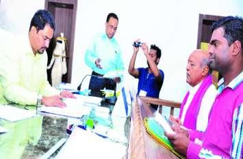 #रामपुर विधायक श्यामलाल कंवर, जकांछ प्रत्याशी रामसिंह व 'आप' के अनूप ने जमा किया नामांकन