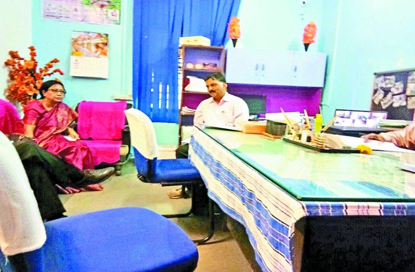दिल्ली से आई टीम ने पूछा डेंगू की जांच करनी आती है भी कि नहीं
