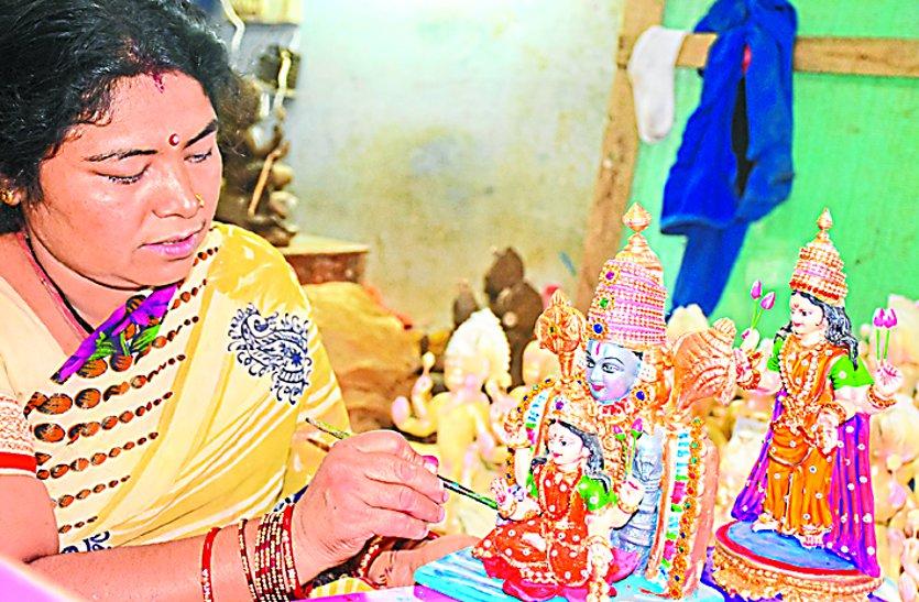 दीपावली विशेष : पूजन के लिए विष्णु-लक्ष्मी तैयार