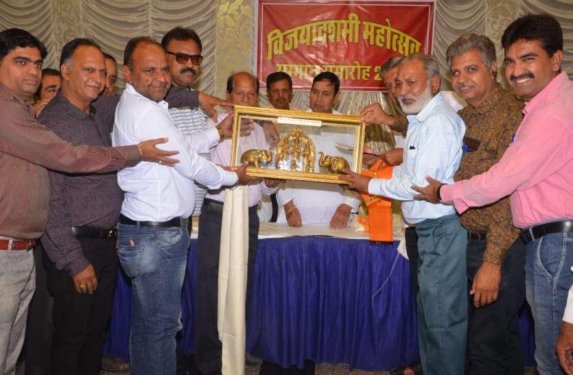 सनातन धर्म सेवा समिति की ओर से विजया दशमी महोत्सव में सहयोग करने वालों का किया सम्मान