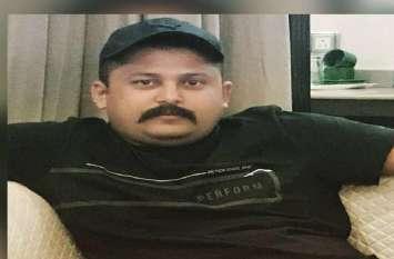 देखें वीडियों: सुमित शुक्ला को आखिरी विदाई देने के लिए उमड़ा जन सैलाब,एतिहासिक भवन में रखा गया शव