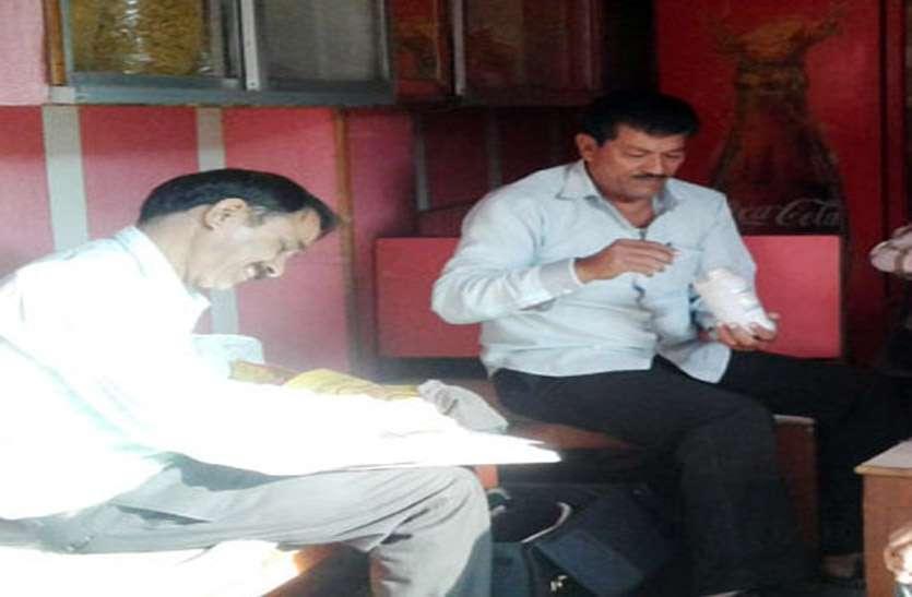 दीपावली पर फिर मिठाइयों की जांच के नाम पर खानापूर्ति करने के लिए खाद्य विभाग हुआ सक्रिय, दुकानों से खाद्य साम्रगी के नमूने लेना किया शुरू