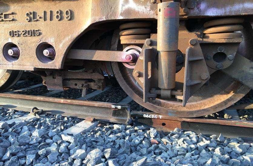 पटरी क्षतिग्रस्त, ट्रेन रही विलंब से