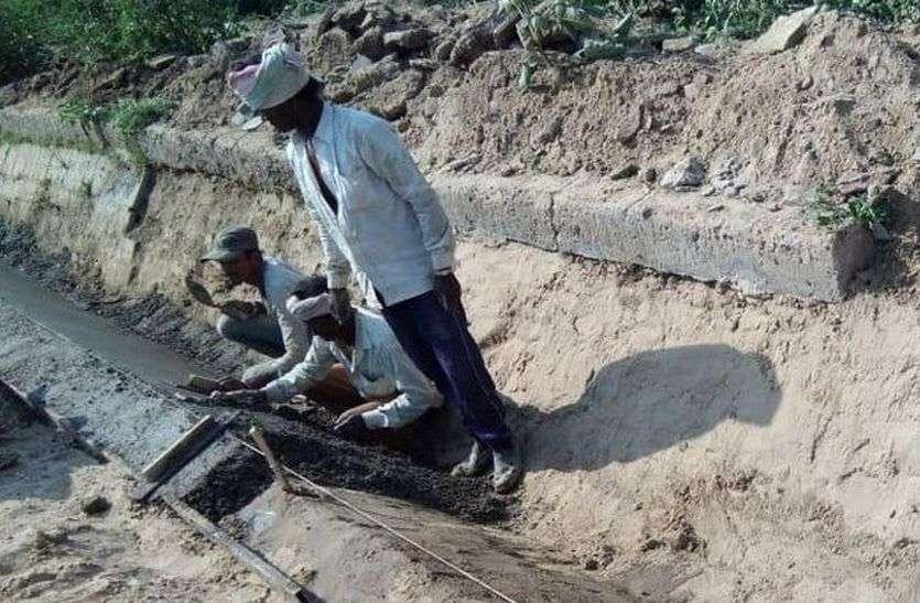 एक साल बाद भी नहीं हुई नहरों की सफाई, किसान कैसे करेंगे रबी की बुवाई