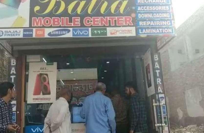 नई खुली दुकान में घुसे चोर, ले गए लाखों के मोबाइल फोन