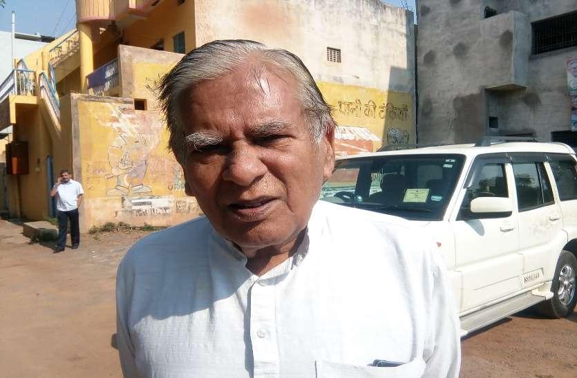 OMG पीसीसी अध्यक्ष के पिता ने कहा मुख्यमंत्री रमन ने बांटी कांग्रेस की टिकट