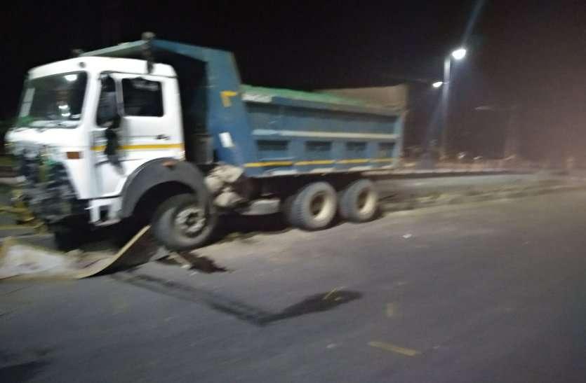 बीआरटीएस कॉरिडोर में रेलिंग तोडते घुसा डंपर,ड्राइवर फरार
