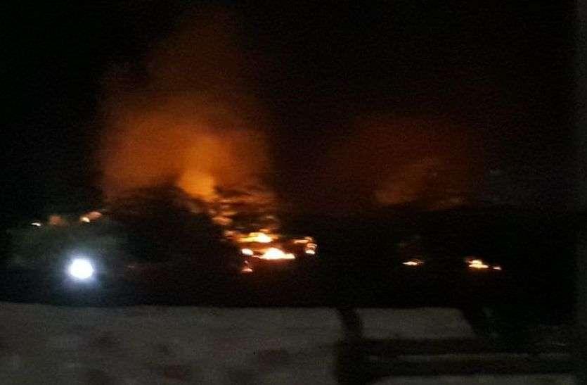 फिर कचरे में लगाई आग, धुएं से रातभर परेशान हुए मोहल्लेवासी