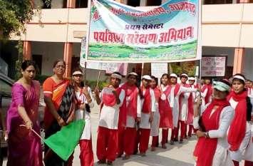 छात्राओं ने रैली निकालकर ईको फ्रेंडली दीपावली मनाने के लिये किया प्रेरित