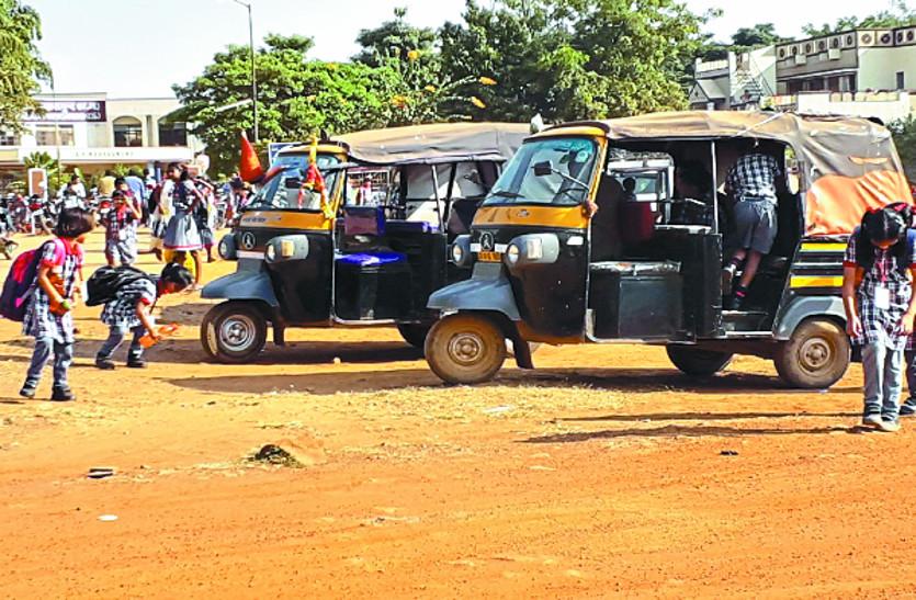 स्कूल वाहनों की नहीं हो रही जांच, क्षमता से अधिक बच्चों को बिठाया जा रहा