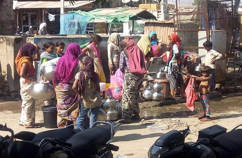 सार्वजनिक मोटर खराब, तीन दिन से पलाई  में पानी के लिए भटक रहे लोग, प्रशासन नहीं दे रहा ध्यान