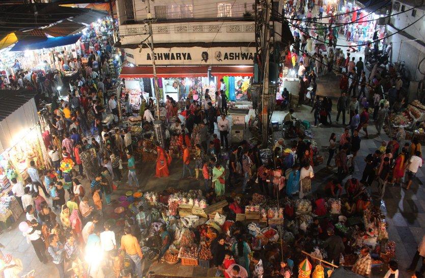 मां लक्ष्मी के स्वागत में सजे घर, आंगन और बाजार