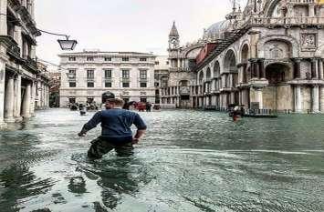 इटली में मूसलाधार बारिश, बाढ़ से 10 लोगों की मौत, दो लापता