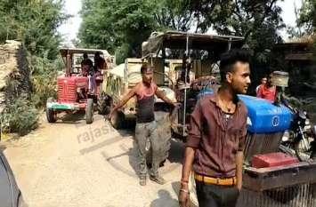 पुलिस देरी से पहुंची तो ग्रामीणों ने खुद की अवैध बजरी परिवहन के खिलाफ कार्रवाई