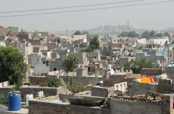 कच्ची बस्तियों में बसा है एक चौथाई शहर, नेताओं के इशारों पर 'पक्के' हुए मकान और वोट