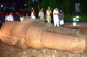 महाराष्ट्र राजभवन में सौ वर्षों से दबी अंग्रेजों के ज़माने की तोप मिली, सभी देख कर रह गए दंग