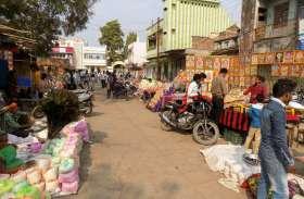 धनतेरस पर बाजार में उमड़ी भीड़