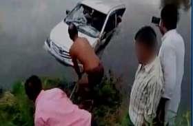 हादसा: पुल से 10 फीट नीचे गहराई में जा गिरी कार, सरपंच की हुई मौत