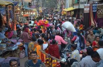 Photo Gallery: फेस्टिव सीजन में गुलजार रविवारीय बाजार