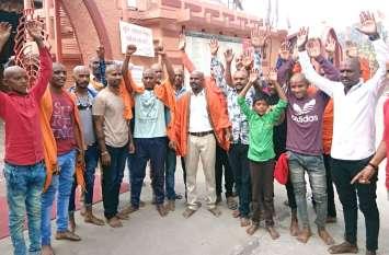 mp election 2018: भाजपा के इस प्रत्याशी के खिलाफ युवाओं ने मुंडवाया सिर, हवन कर डाली आहुतियां