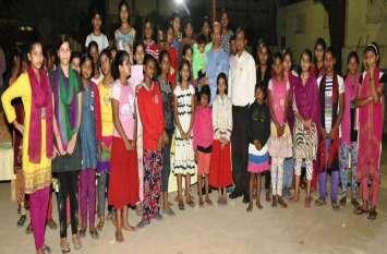 धनतेरस के दिन उत्तर प्रदेश के राज्यपाल ने दी इन बच्चों के चेहरों पर ख़ुशी