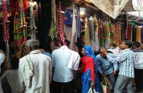 मां लक्ष्मी के स्वागत में जगमग हुए घर-बाजार