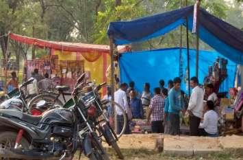 बिना अनुमति बीच बाजार में खुल गई कई पटाखे की दुकान, प्रशासन नहीं दे रहा ध्यान, दांव पर कई जिंदगियां