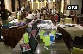 छापा मार कर पुलिस ने पकड़ा जुआ रैकेट, करोड़ों रुपए का टोकन किया बरामद