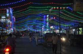 दीपावली की पूर्व संध्या पर बाजारों में उमड़ी भीड़