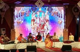 दीपोत्सव में पद्मभूषण अनुराधा पौडवाल के भजनों से गूंजी अयोध्या