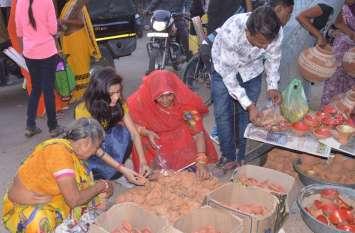 दीपोत्सव की रौनक से महके बाजार...