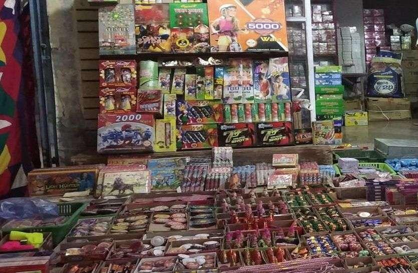 नोटबंदी के बाद आतिशबाजी पर सख्ती, घटी पटखों की बिक्री