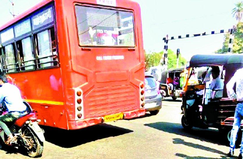 लो-फ्लोर बस चालक ने युवक को रौंदा, मौत