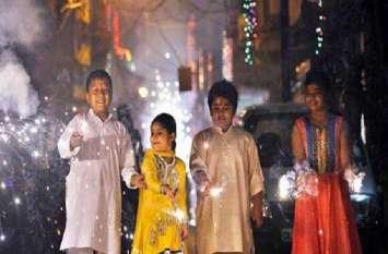 Diwali festival 2018: दीपमालाओं से जगमग हुआ शहर, द्वार-द्वार चमकी दीवाली