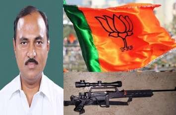 सपा शासन में लगी थी सांसद के शस्त्र लाइसेंस पर आपत्ति, योगी सरकार में मांगा शस्त्र
