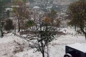 पहाड़ों में भीषण बर्फबारी से सर्द हुई घाटी, श्रीनगर में मौसम की सबसे ठंडी रात हुई दर्ज