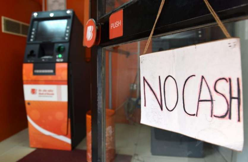 दिवाली के एक दिन पहले ही खाली हुए 50 फ़ीसदी ATM, आज भी चमकेगा बाजार