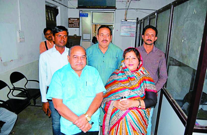 मंत्री समर्थकों ने राजश्री का किया था विरोध, मीणा पहुंचे नामांकन भरवाने