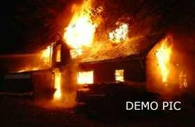 BREAKING: हार्डवेयर की दुकान में आग, तीन लाख का माल जला