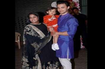video: बहन अर्पिता की दिवाली पार्टी में गर्लफ्रेंड्स संग पहुंचे भाई