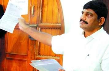 जांच एजेंसियों के जरिए दबाव डाल रही केन्द्र : सुरेश