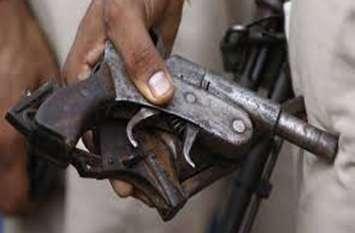 अवैध शस्त्र बनाने की फैक्टरी पकड़ी, दो युवकों को किया अरेस्ट