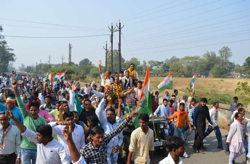 नामांकन के आखिरी दिन कांग्रेस-भाजपा ने दिखाया शक्ति प्रदर्शन