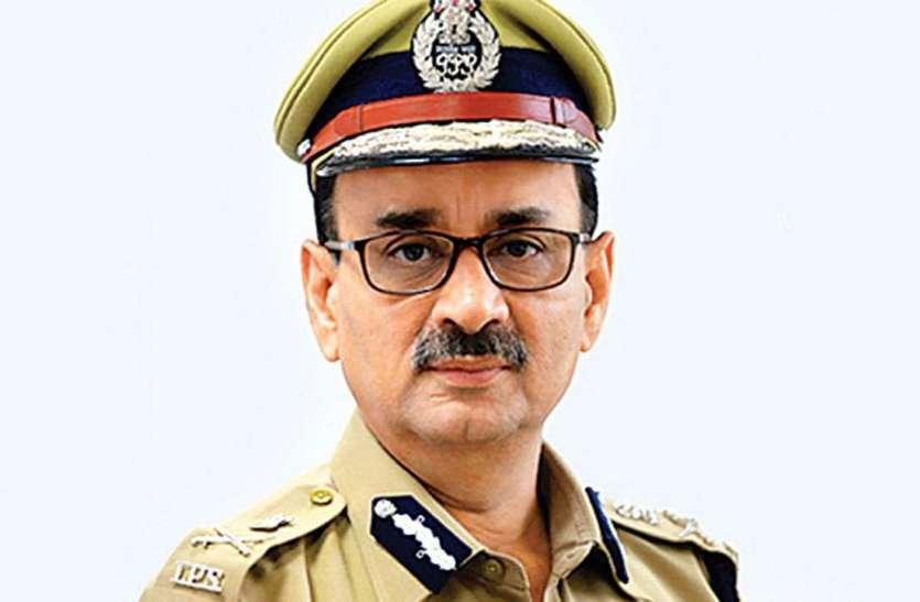 CBI निदेशक आलोक वर्मा दूसरे दिन भी पहुंचे सीवीसी मुख्यालय, दर्ज कराया अपना पक्ष