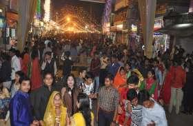 दीपावली पर बाजारों में उमड़ी भीड़