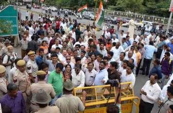 VIDEO : नोटबंदी के दो साल पूरे होने पर कांग्रेस का प्रदर्शन्, प्रधानमंत्री नरेन्द्र मोदी का पुतला फूंका..