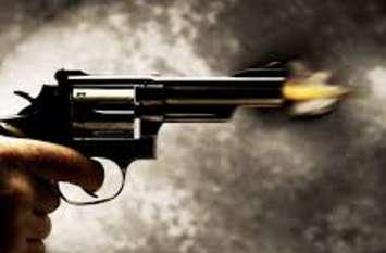 50 रुपये को लेकर यूपी के इस शहर में चल गर्इ गोली, व्यापारी को लगने के बाद हुआ जमकर हंगामा