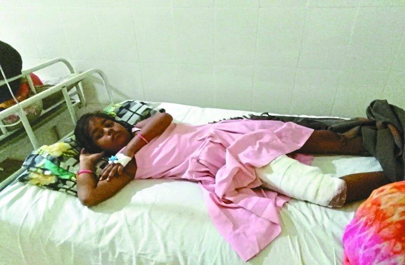 बुझा समझकर जेब में रख लिया अनारदाना, थोड़ी देर में ही जल उठा, तीन लोग हुए अस्पताल दाखिल