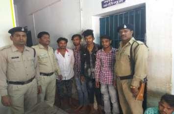पुलिस पेट्रोलिंग वेन पर पथराव करने वाले चार आरोपी आधी रात को गिरफ्तार, भेजा जेल